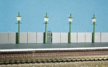 213 Ratio: TRACKSIDE ACCESSORIES  Station/Street Lamps (4 per pack)