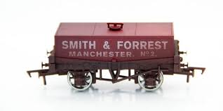 B815 Dapol : 'Smith and Forrest' Rectangular Tank Wagon (Weathered)