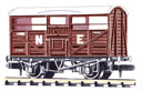 NR-45E Peco: (RAILWAY COMPANY SERIES 10 FT WHEELBASE ) Cattle Truck, LNER, red oxide